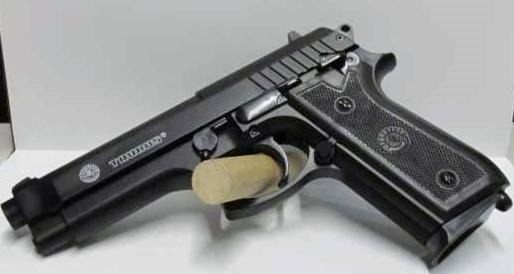 Pistolet TAURUS PT92 HPA